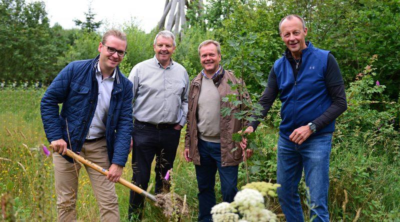 (v.l.) Niklas Frigger, Wolfgang Diekmann, Thomas Grah, Friedrich Merz. Foto: Ulrich Trommer – HSK-news